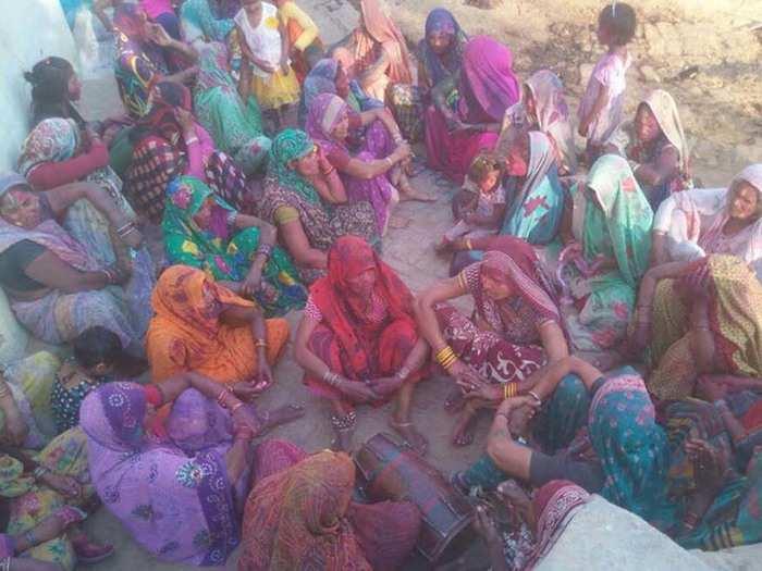 महिलाओं ने परम्परा की तैयारी शुरू कर दी है