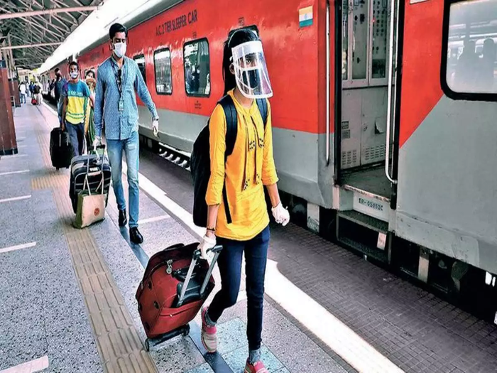 indian railway start new holi special train today and duranto shatabdi express and other special train ticket book by irctc and railway stations
