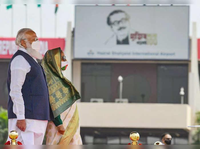 Dhaka: Prime Minister Narendra Modi before inspecting a guard of honour, in Dhaka