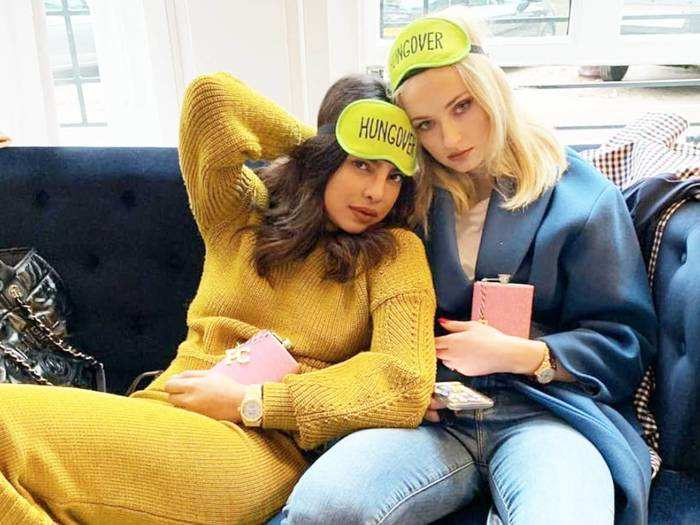 priyanka-chopra-and-her-sister-in-law-sophie-turner-wore the same outfit