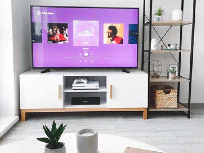 Smart TV : 55 इंच की Smart TV पर मिल रहा है 12,000 रुपए तक का डिस्काउंट, जल्दी करें
