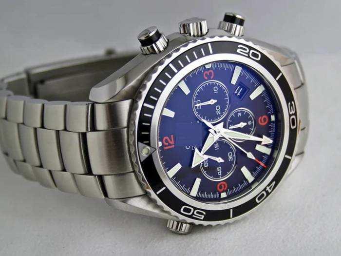 Watch : शानदार और स्टाइलिश लुक पाने के लिए खरीदें ये ब्रांडेड Watches