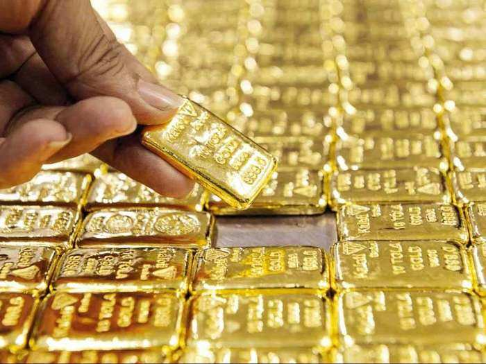 gold price today: gold prices fall rs. 138, silver also declines by rs. 320, know latest rates here