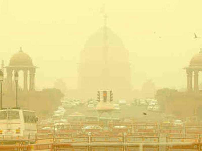 धूल से पटी दिल्ली