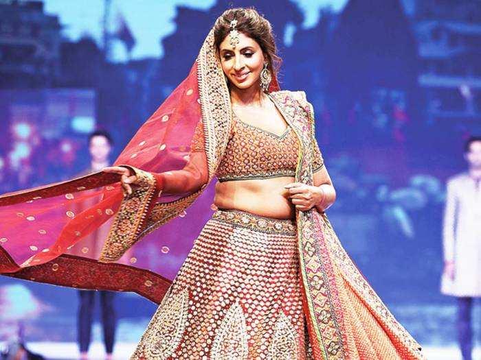 amitabh bachchan daughter shweta bachchan look drop dead gorgeous in abu jani sandeep khosla lehenga