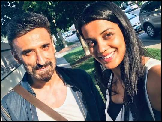 rahul dev who lives in a live-in relationship with mugdha godse expressed his feelings about the relationship in marathi