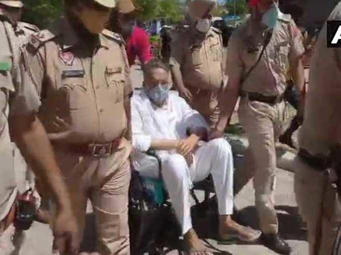 Mukhtar Ansari on Wheelchair