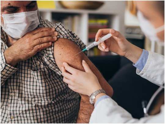 americans who have been vaccinated can travel by wearing a mask