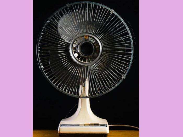 Table Fan : पावरफुल मोटर है और सुपर एयर थ्रो वाले Table Fans मात्र 1,099 रुपए में मिलेंगे Amazon पर