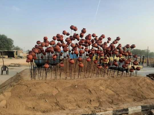 किसानों का नया पैतरा ,दी सरकार को चुनौती ,शाहजहांपुर बॉर्डर पर रातोंरात बना दिया शहीद स्मारक