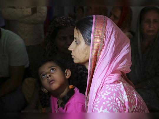 मिनू मनहास, बेपत्ता जवानाची पत्नी 