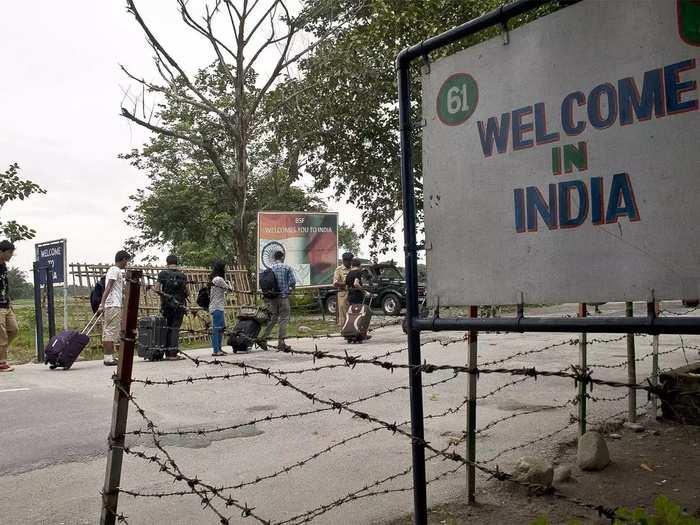 India Nepal Border 099