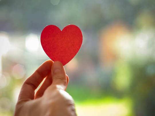 प्रेमात यश मिळेल की अपयश हस्तरेषा पाहून जाणून घ्या