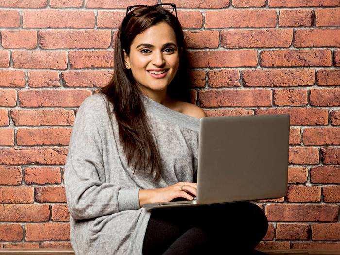 Laptops For Work : बिजनेस और ऑफिस वर्क के लिए खरीदें यह लाइटवेट लैपटॉप, मिल रहा है शानदार ऑफर