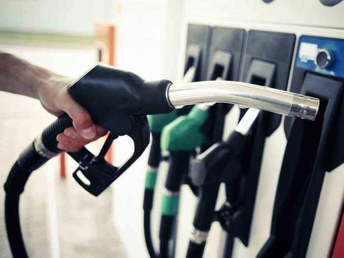 आज भी स्थिर रहा पेट्रोल और डीजल (File Photo)