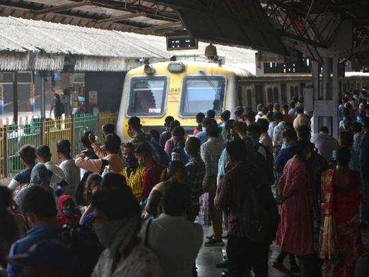 mumbai local crowd