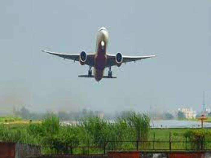 लॉकडाउन के दौरान घरेलू उड़ानों को कैंसल कर दिया गया था।