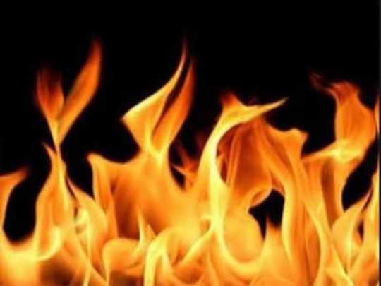 धक्कादायक! बॉलिवूड सिनेनिर्मात्याच्या पत्नी आणि मुलीची आत्महत्या; राहत्या घरी घेतलं जाळून