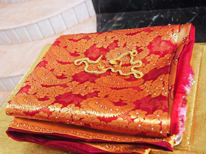 Saree : इन Silk Sarees को पहनकर भीड़ में दिखें सबसे अलग, कम दाम में आज ही खरीदें