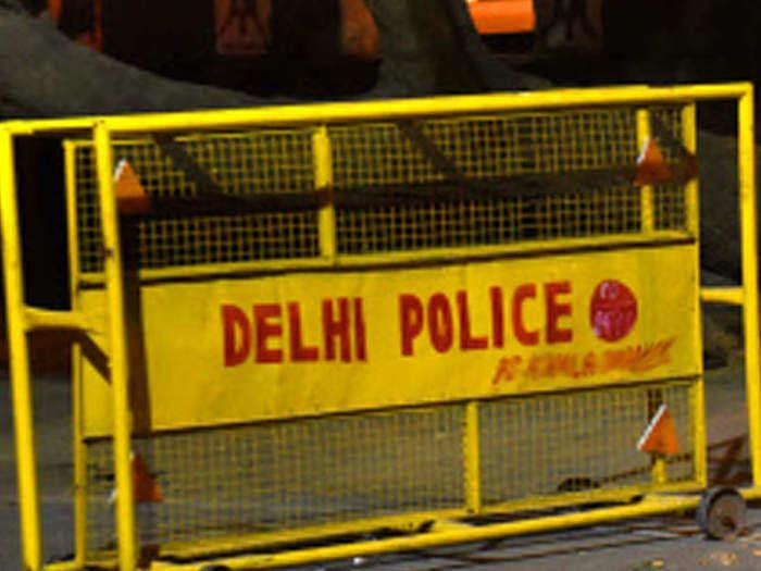 Delhi Police Barricade 1