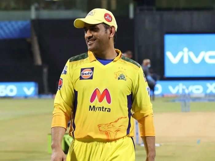 हार के बाद चेन्नई सुपर किंग्स को एक और झटका, स्लो ओवर रेट के लिए महेंद्र सिंह धोनी पर लगा 12 लाख रुपये का जुर्माना