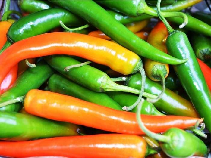 which chili is good for health green chili or red chili in hindi