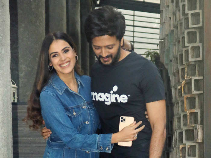 genelia d souza indirectly complains about riteish deshmukh texting habit which is too relatable
