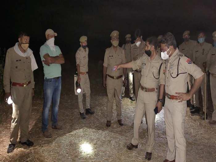 घटनास्थल पर पुलिस