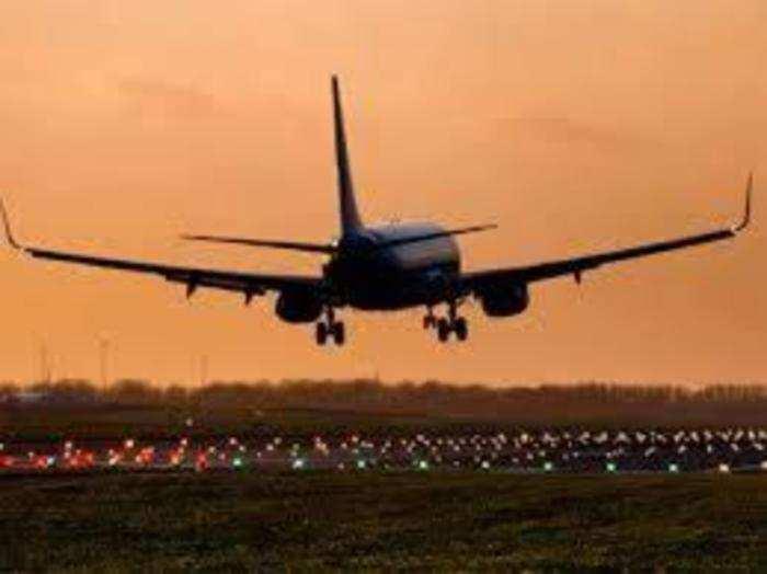 दो घंटे से कम अवधि की घरेलू उड़ानों में नहीं मिलेगा खाना।