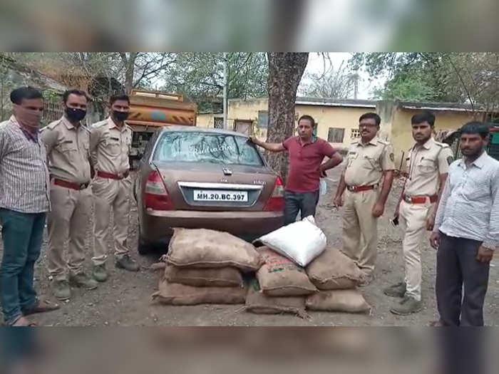 अवैध २६५ किलो सालई गोंद जप्त; आरोपी निघाला या पक्षाचा पदाधिकारी