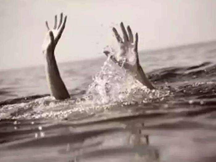 हळहळ! सेल्फीच्या नादात तिघे मित्र यमुना नदीत बुडाले