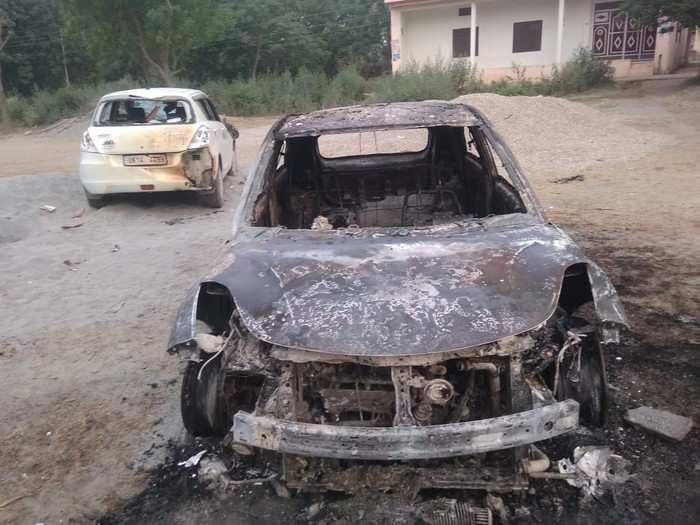 UP Panchayat Chunav: सहारनपुर में वोट मांगने को लेकर भिड़े दो पक्ष, खूनी संघर्ष कई घायल, कार फूंकी
