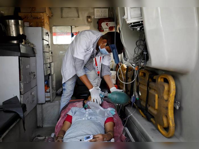 Medical Oxygen : देशात ऑक्सिजनचा तुटवडा, परदेशातून आयातीचा केंद्राचा निर्णय