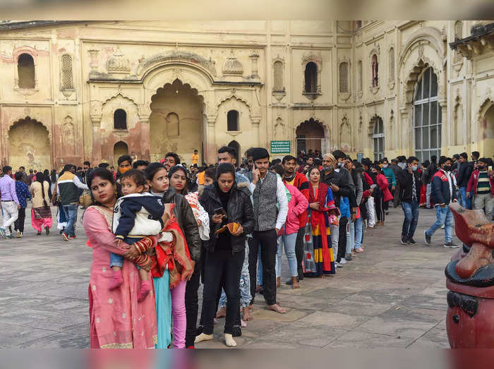 Lucknow: Crowd of visitors at the Bara Imambara, also known as Bhul Bhulaiya (la...