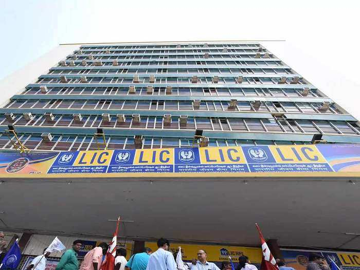 lic employees to get over 25 percent wage hike, also gifted with 5 days week arrangement from government