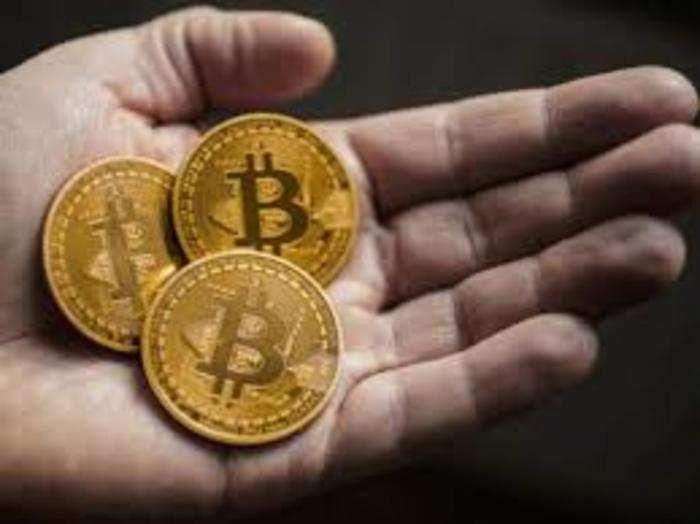 Bitcoin की कीमत में शुक्रवार को 4 फीसदी से अधिक गिरावट आई।