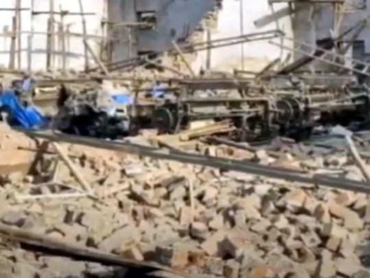 भिवंडीत यंत्रमाग कारखान्याची भिंत कोसळली