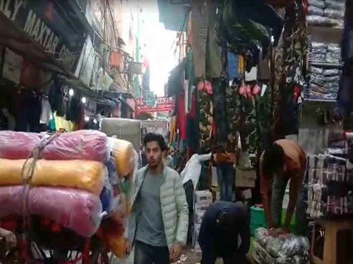 corona impact in delhi yamunapar markets buyers declining