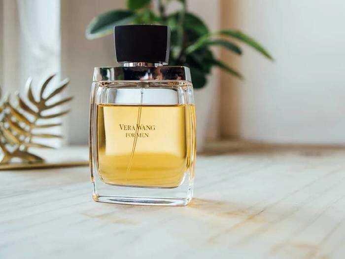 Perfumes : पसीने की बदबू से हैं परेशान, तो खरीदें बेहतरीन खुशबू वाले ये Perfumes