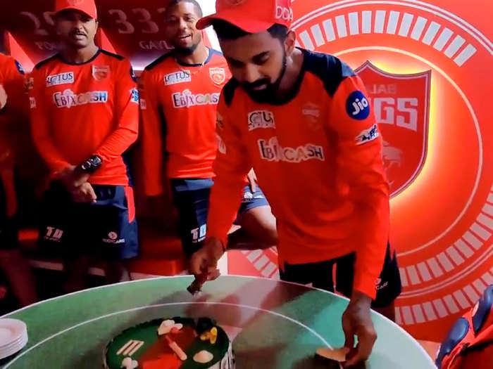 KL Rahul Birthday Celebrations: मैच से पहले किंग्स पंजाब का ग्रैंड सेलिब्रेशन, बर्थडे बॉय केएल राहुल ने काटा केक