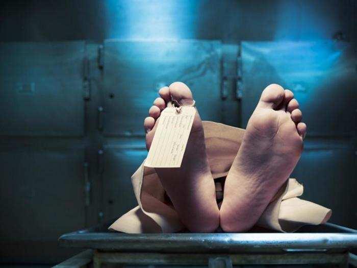 Gorakhpur news: कोरोना से मां ने तोड़ा दम, ठेले से अंतिम संस्कार करने श्मशान पहुंचा बेटा