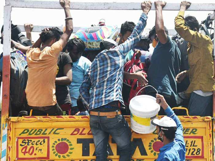 migrant workers returned home from delhi and mumbai fearing long lockdown due to corona