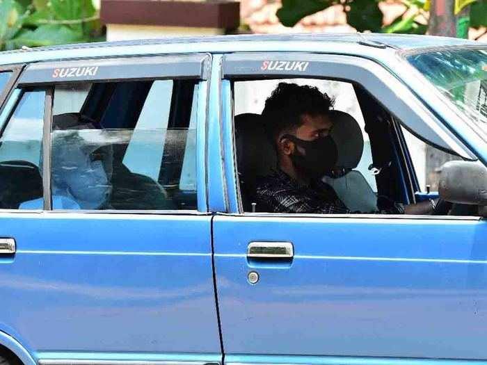 കൊവിഡ് ബാധിച്ച വിദ്യാര്ത്ഥിക്ക് എസ്എസ്എൽസി പരീക്ഷയെഴുതാൻ ഡിവൈഎഫ്ഐയുടെ സ്നേഹയാത്ര