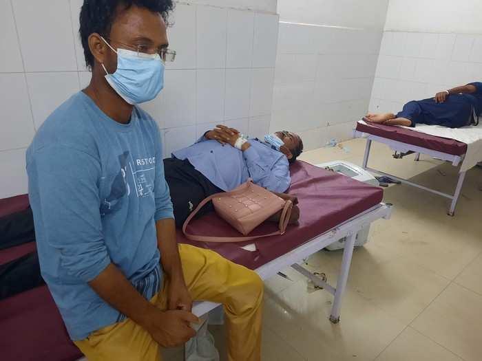स्वास्थ्य मंत्री के जिले सुलतानपुर में ऑक्सीजन सिलिंडर नहीं मिल रहा, कोरोना मरीजों को हो रही परेशानी