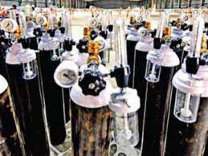 देश में कोरोना की दूसरी लहर के बीच मेडिकल ऑक्सीजन की भारी मांग है।