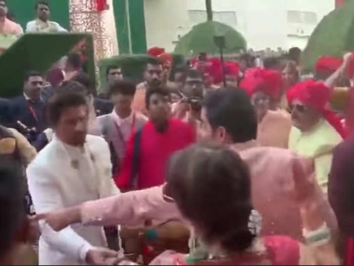 Video of Shah Rukh Khan at Akash Ambani Wedding