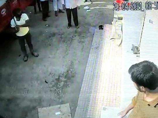 वाशिम: मेडिकलवर दगडफेक, दुकानदारावर हल्ला; थरार सीसीटीव्हीत कैद