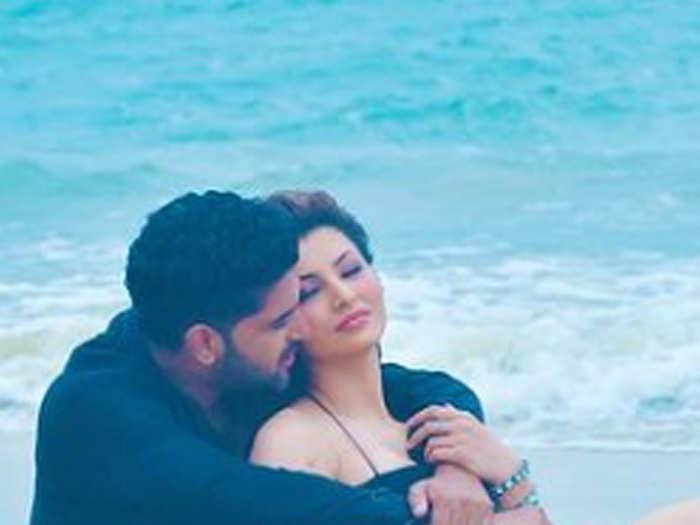 Urvashi Rautela and Guru Randhawa Romance on the Beach