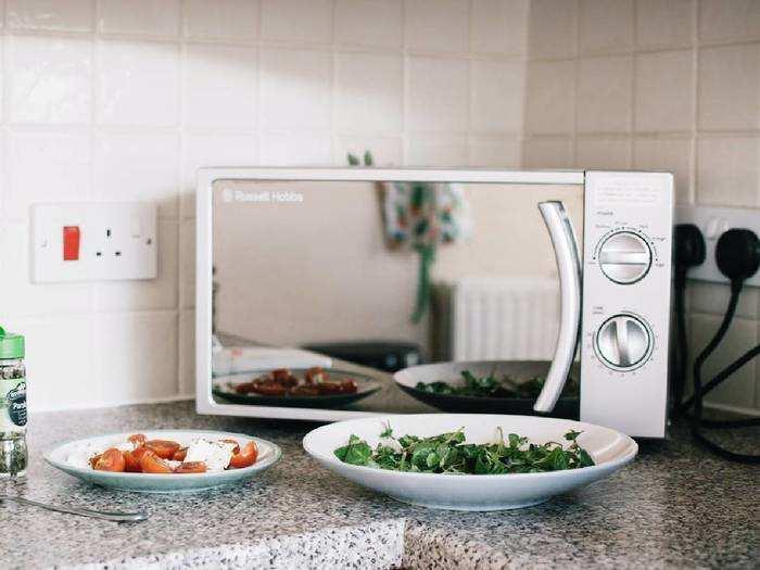 Microwave Ovens : केक और पिज्जा, जैसे टेस्टी डिश घर पर बनानें के लिए खरीदें ये Microwave Ovens