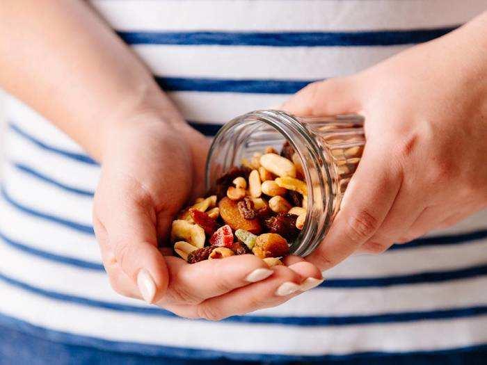 वायरस से लड़ने के लिए खाएं ये Healthy Snacks, छूट पर खरीदें Mensxp से